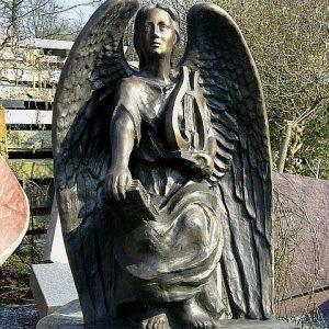 V Engel mit Harfe und Bibel